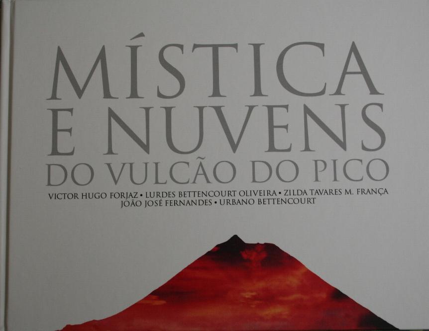 Mística e Nuvens do Vulcão do Pico